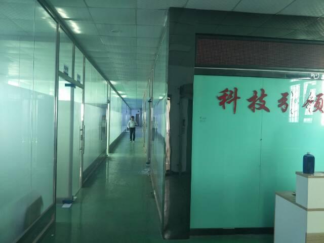 西乡黄麻布公交站附近楼上800平方租金26元带装修