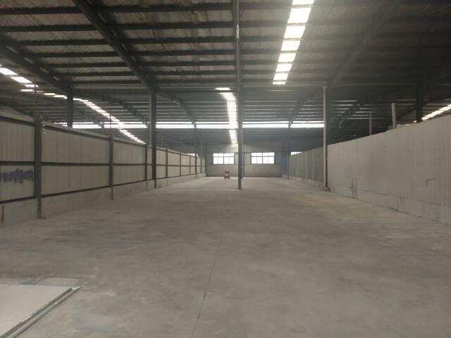 黄陂汉口北市场附近,钢结构标准库房700平米,交通方便。
