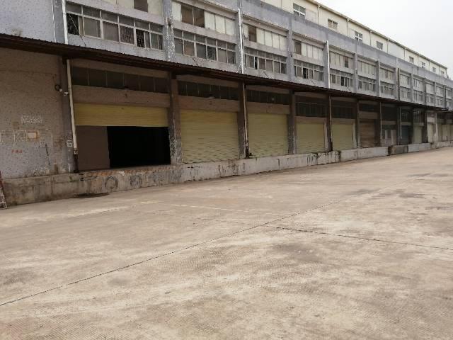 适合做小仓库的厂房,有卸货平台,可以分租