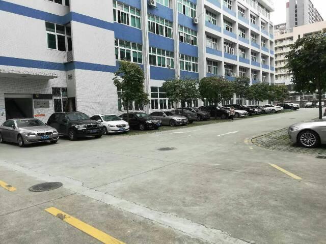 西乡新安兴东地铁口附近厂房920平方租金60元含税带装修