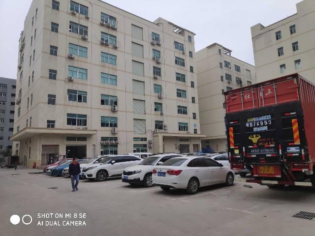 福永新出楼上适合电子,电商,贸易等行业精装修800平厂房出租