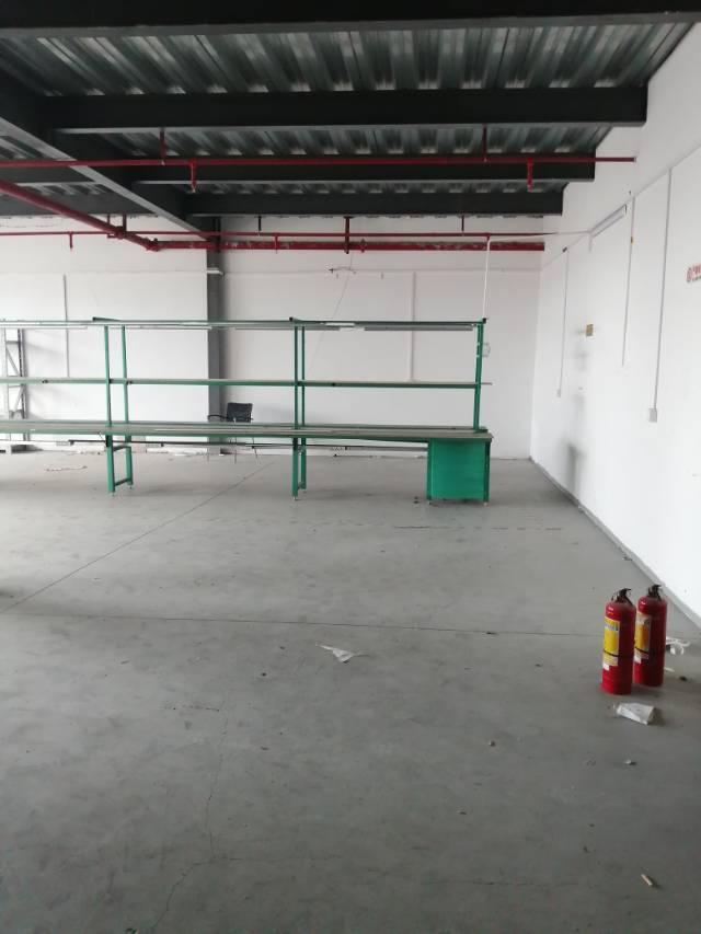 观澜松元花园式厂房楼上300平方,租20元