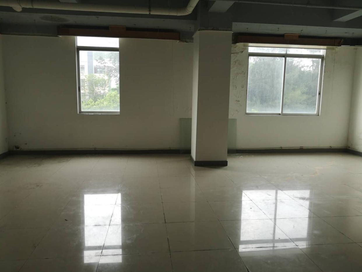 天河科韵中路棠福楼上有336平写字楼出租,光线通风良好