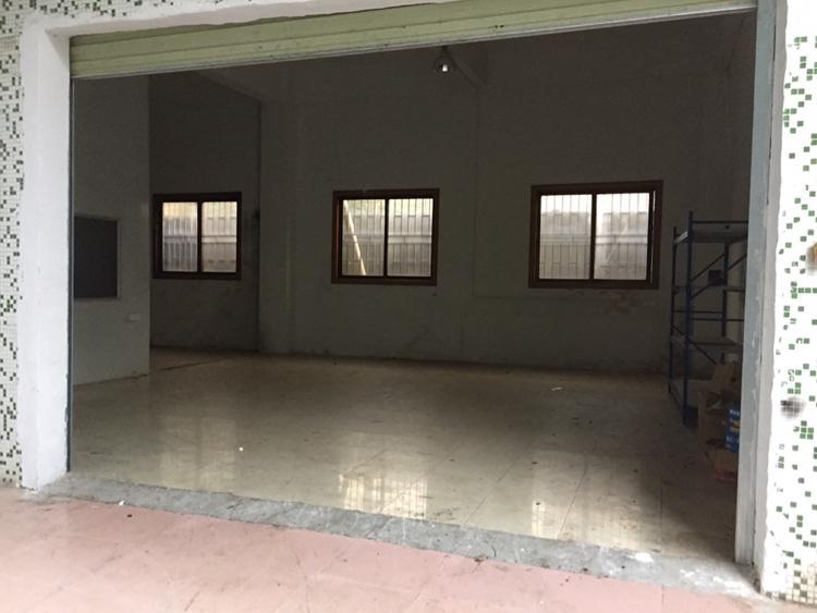 凤岗镇官井头工业区一楼250平可做加工或仓库的厂房