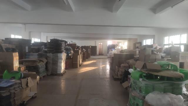 原房东分租3楼标准厂房1000平。带2吨货梯,独门独院,