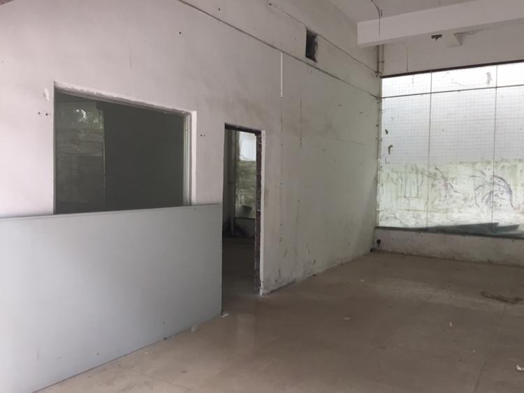凤岗五联村一楼250平水电齐全办公室已装修好-图2