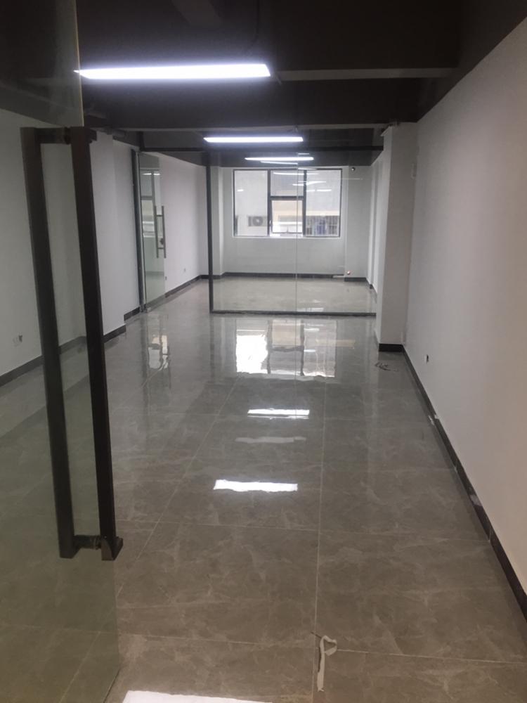 找厂房:地点:沙井,一万平米,都是一楼,里面高度5米左右