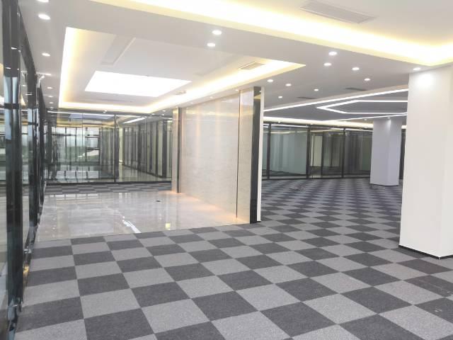 龙华清湖1万方豪装写字楼办公室招租100平分租空地大好停车!