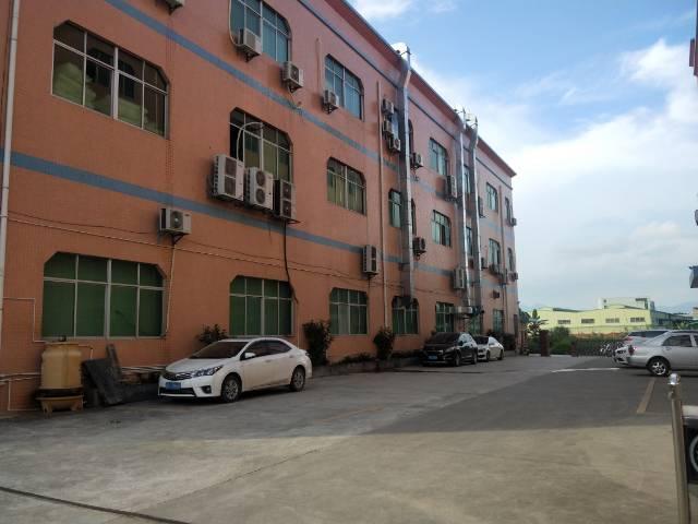 清溪标准厂房二楼800平方招租,现成隔好办公室