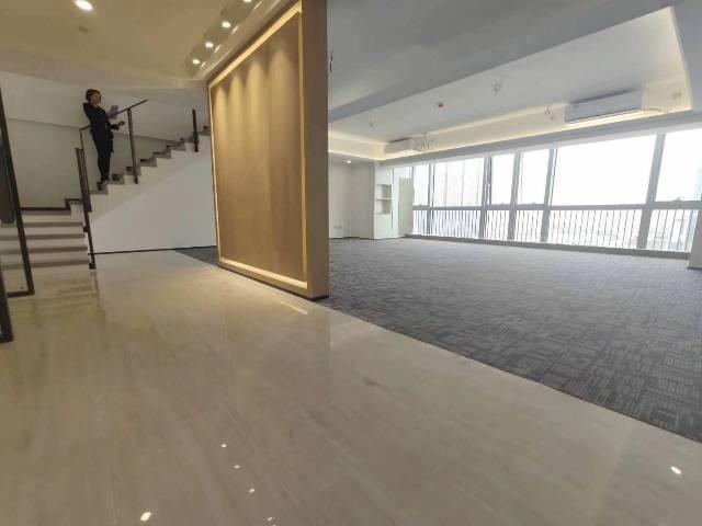 华南城甲级复式写字楼580平方带豪华装修