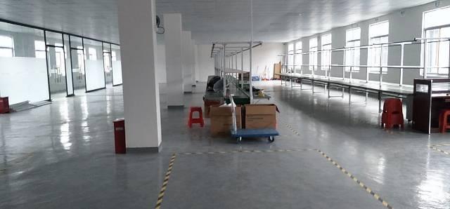 龙岗地铁口红本厂房精装修750平来袭,3吨货梯