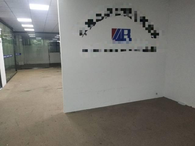 龙华天虹附近办公室400平3+1特价30