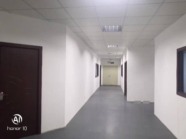 福永地铁口1.5公里楼上1700平带装修公摊少价钱便宜