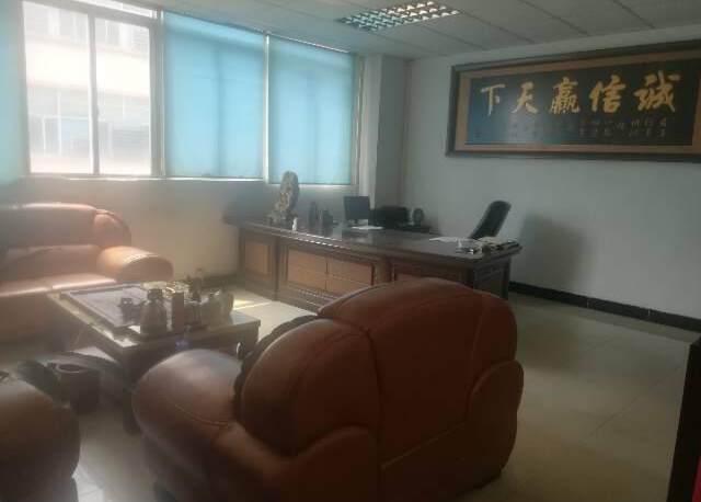 深圳公明东坑新出楼上厂房带办公室有装修,3吨货梯