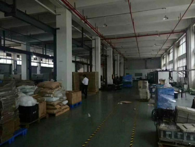 长安镇厦岗沿江高速附近新出一楼2500平米带行车厂房出租
