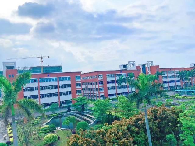 东莞松山湖旁国有证齐全标准厂房24000平米出售