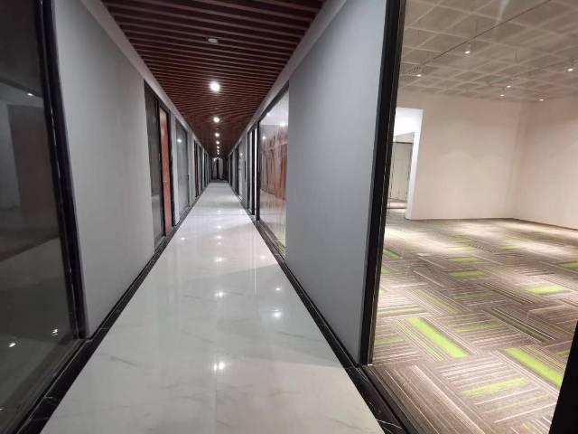 横岗地铁口厂房办公研发培训2000平米分租30平方起租