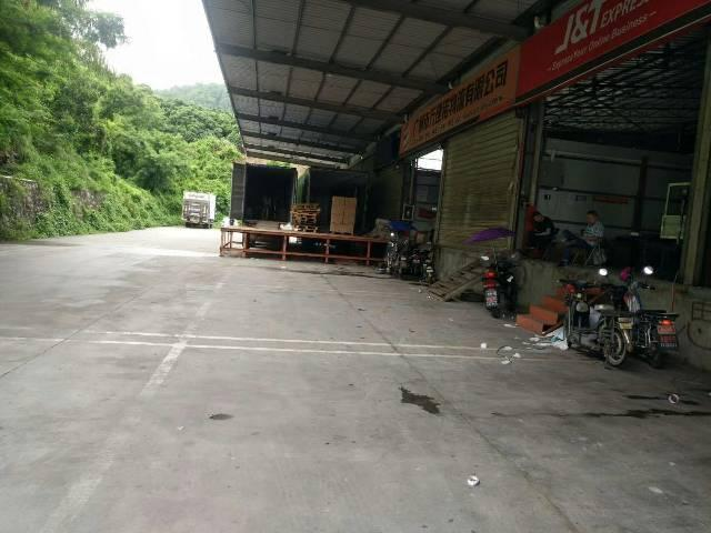 坪山靠近南坪出口独栋1000平米的物流仓库带1.4米高卸货台
