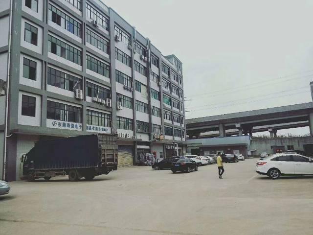 凤岗五联新出带办公室精装修、地坪漆标准厂房三楼2000平