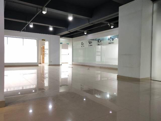 沙井地铁口精装写字楼230平南北通透