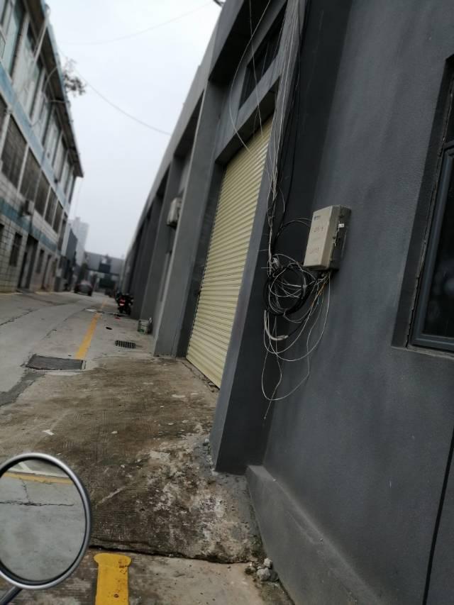 松岗碧头适合五金仓库生产的已吊顶带阁楼办公室一楼厂房
