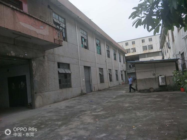 长安独院两层实际面积1100平方,两层铁皮和宿舍一楼高4.4