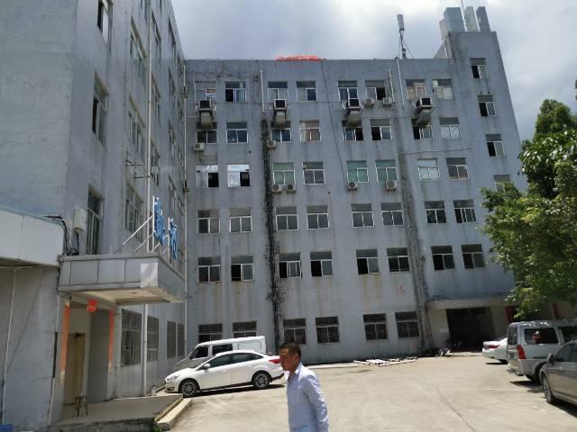龙山工业区新出楼上1100平带装修厂房