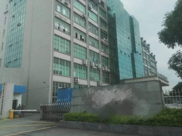 平湖华南城附近楼上带装修厂房1800平方,租25元