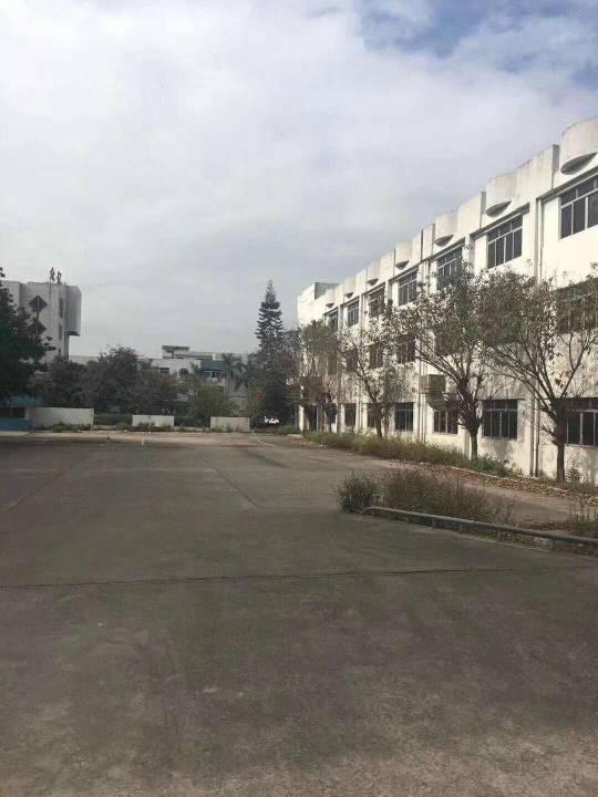 博罗县龙华镇 新出独门独院标准厂房1/3层3500平空地超大