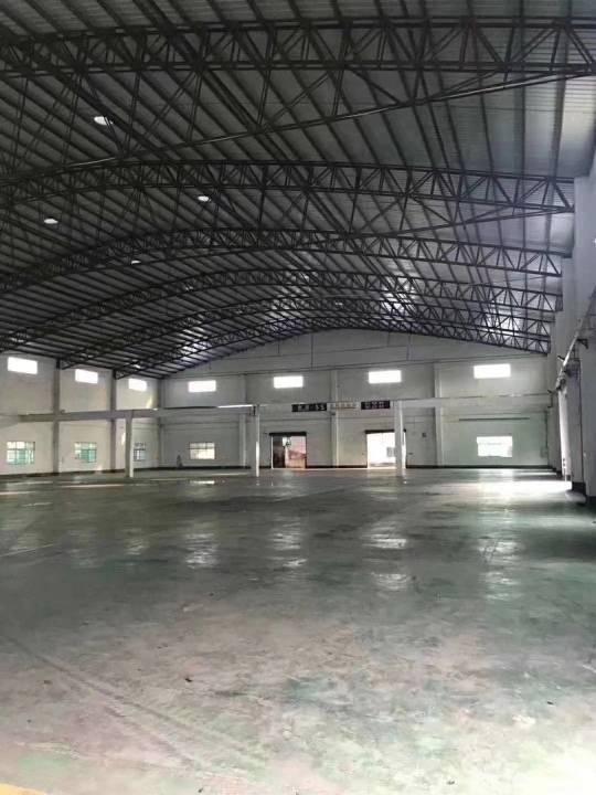 高埗新出砖墙铁皮顶的单一层,高8米。厂房6000平方。