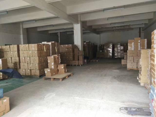 平湖华南城附近新出标准一楼500平带两间办公室