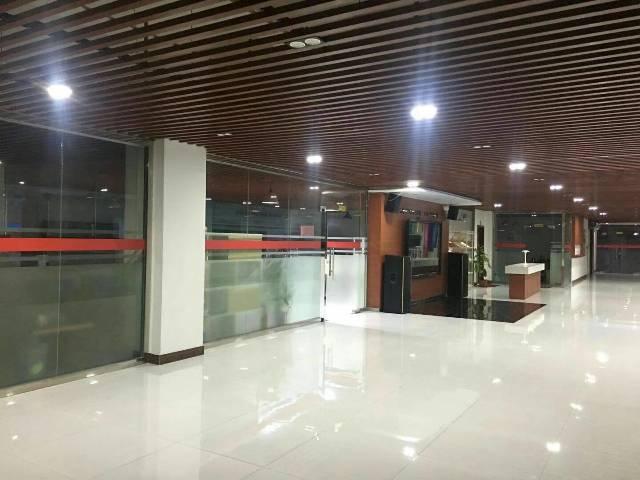 公明将石南光高速出口新出楼上3800平方带装修厂房出租