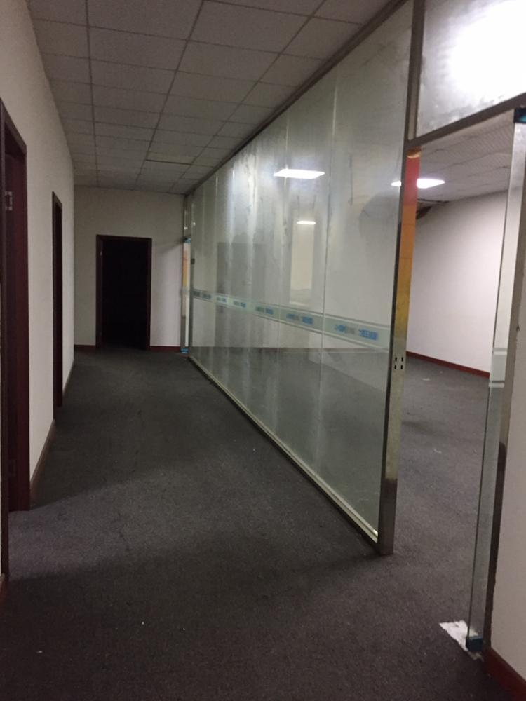 凤岗雁田紧靠平湖新出二楼500平带装修办公室