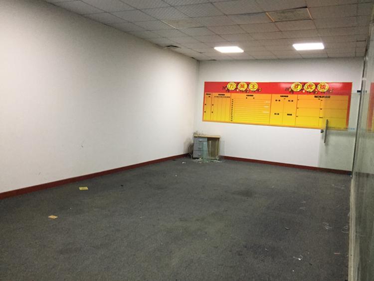 凤岗雁田紧靠平湖新出二楼500平带装修办公室-图3