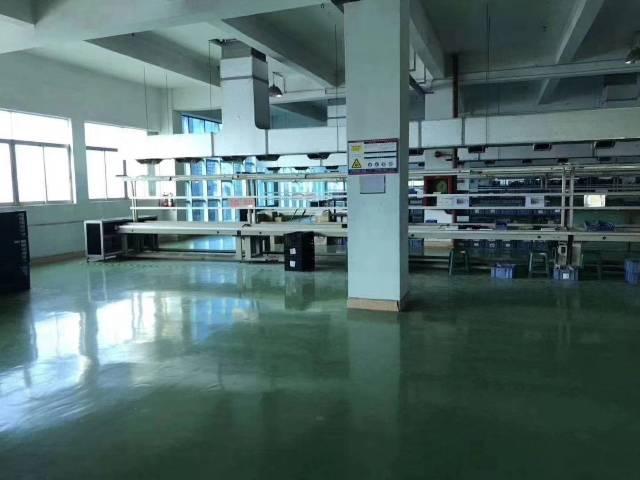坪地新出楼上带装修厂房1200平米出租,有地坪漆