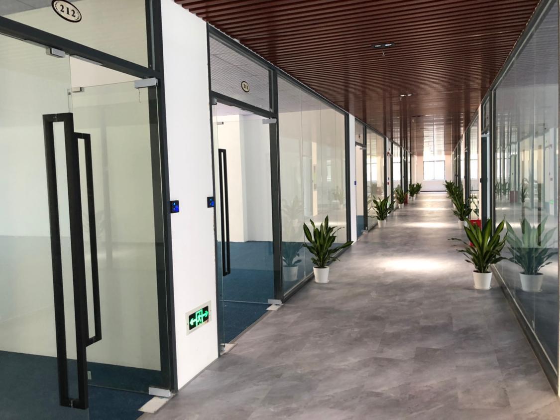 坂田5000平独门独院双层标准厂房出租带精装修办公室