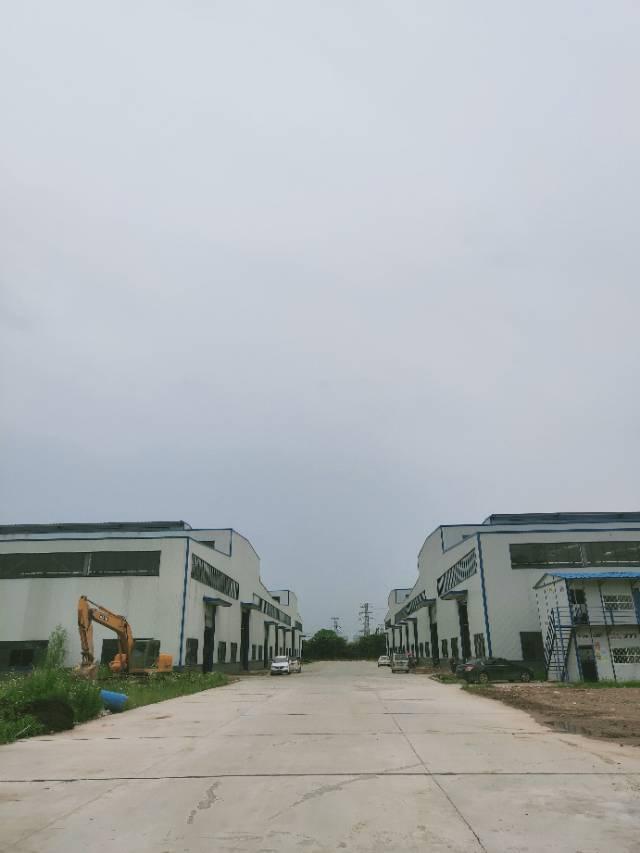 葛店开发区全新厂房可分租有行车空地很大大车进出方便-图5