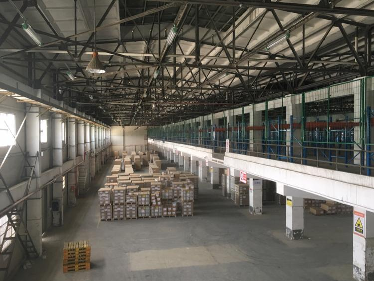 东莞清溪形成标准物流仓库15000平带卸货平台