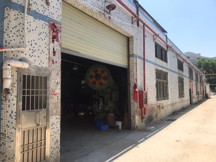 中间无柱子钢构厂房