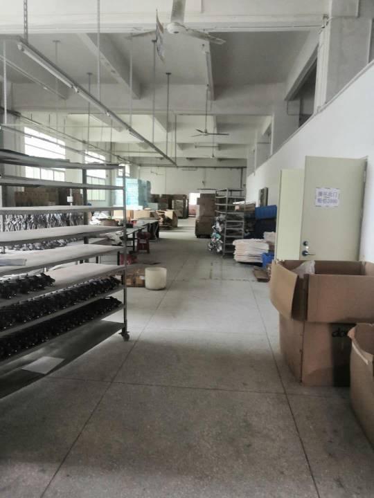 横岗新出一楼厂房1500平高度5米报价28元一平