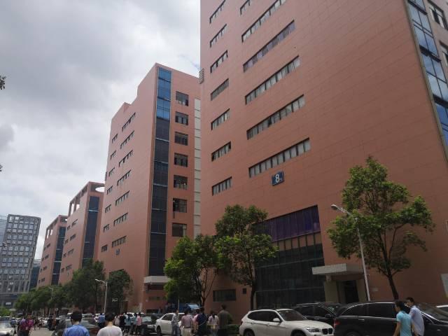 观澜工业园楼上2400平加3200平厂房出租