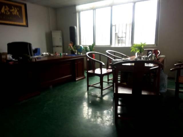 茶山镇新空出楼上650平带装修厂房出租-图2