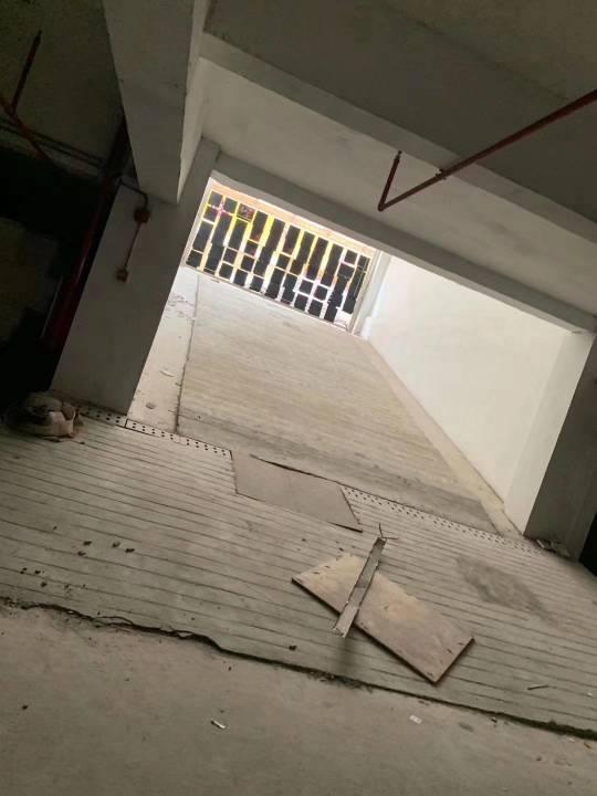 塘厦大坪高速口临时仓库2300平方,9元甩租电梯直上