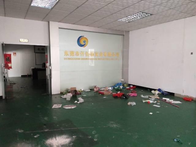 东莞横沥镇独门独院带现成装修办公室地坪漆二楼650平厂房出租-图4