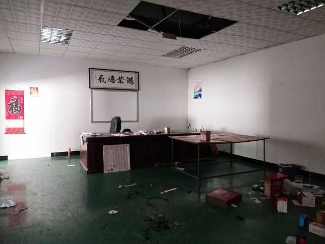 东莞横沥镇独门独院带现成装修办公室地坪漆二楼650平厂房出租-图3