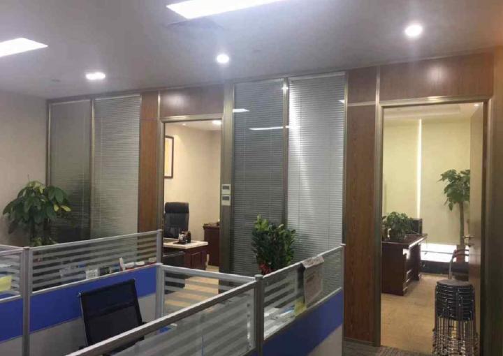 宝安中心区龙光世纪大厦 385m² 精装修 带隔间图片3