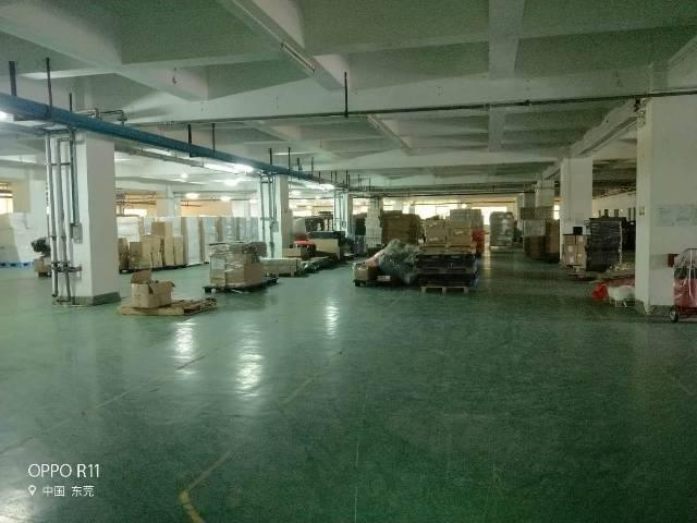 长安锦厦楼上原房东分租两层实际面积6600平可做仓库可分租