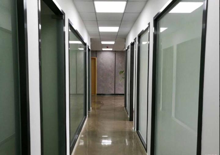 宝安区广兴源互联网产业基地写字楼 73m² 有卡座 拎包入住图片1