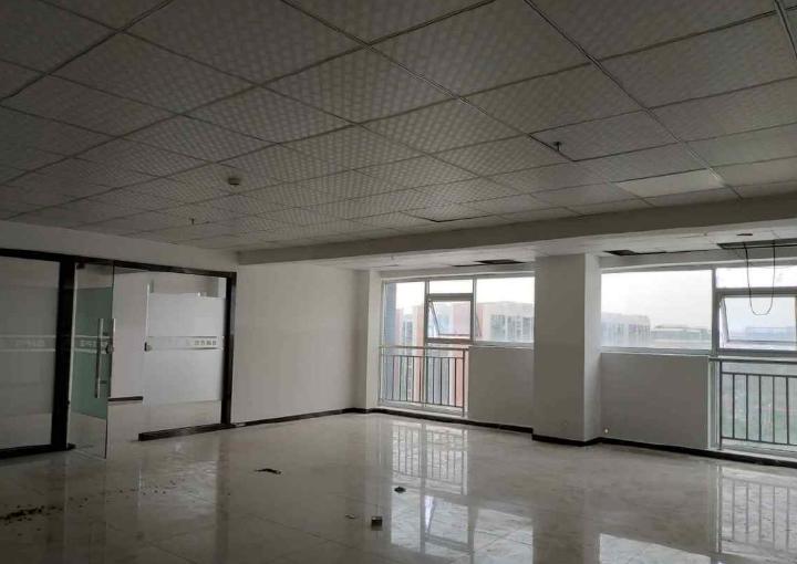 宝安固戍创意园办公楼招租  307平米  精装修 交通方便图片2