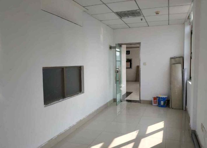 中宝商务大厦 503m² 低区 普装图片1